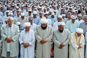 why-sunni-muslims-pray-in-the-package